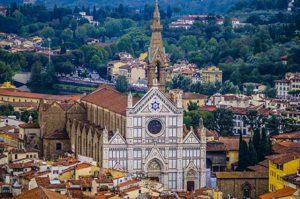 La bellissima chiesa gotica di Santa Croce si trova a Firenze, nella omonima piazza